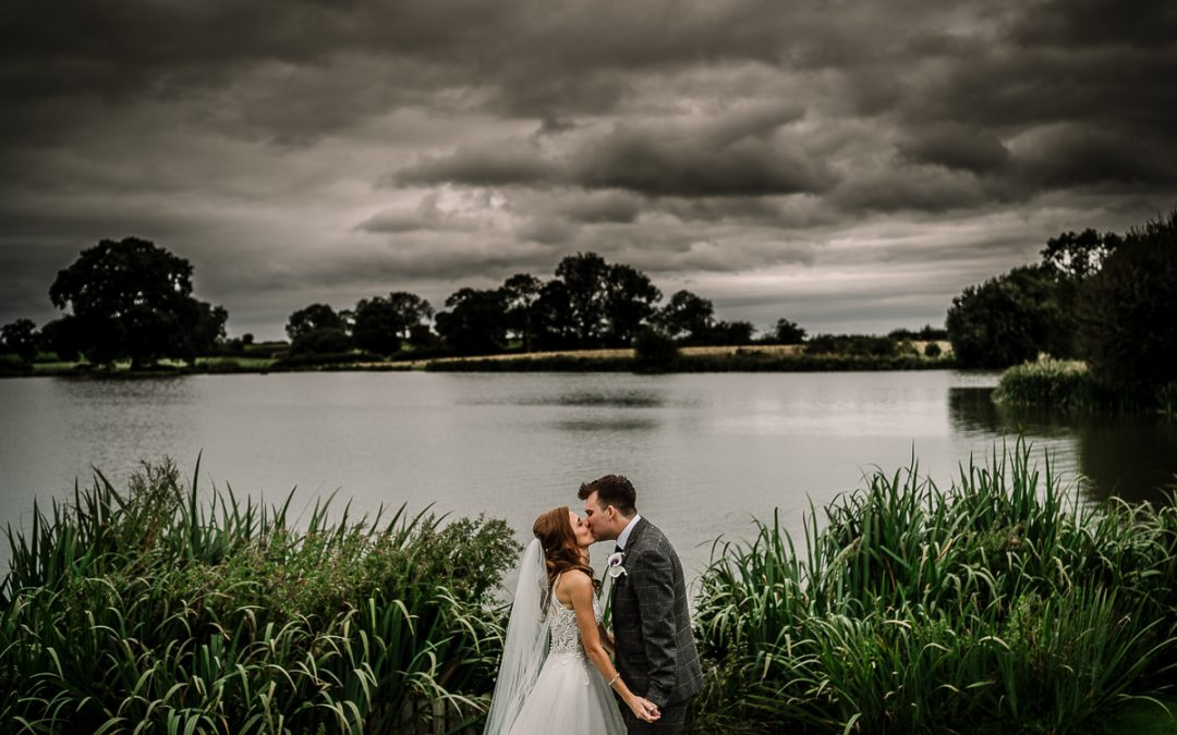 Sandhole Oak Barn Wedding / Laura & Dave